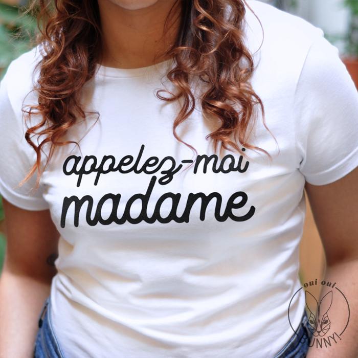 T-Shirt blanc Appelez-moi Madame, écriture Noire, col rond