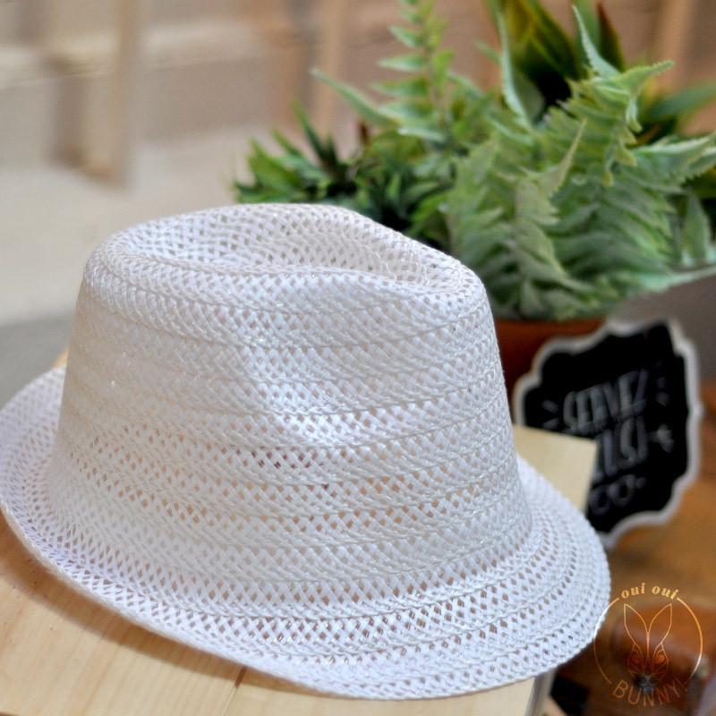 Chapeau blanc en paille flexible
