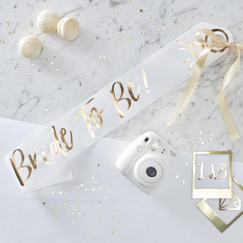 Echarpe Bride to Be blanche pour EVJF avec dorure à chaud et ruban doré
